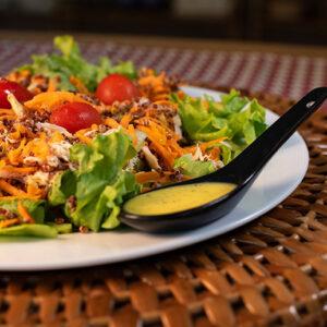 Salada no pote com frango